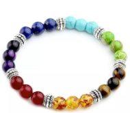 Bracelet en pierre naturelle qui permet une régénérescence et un alignement des 7 chakras principaux.